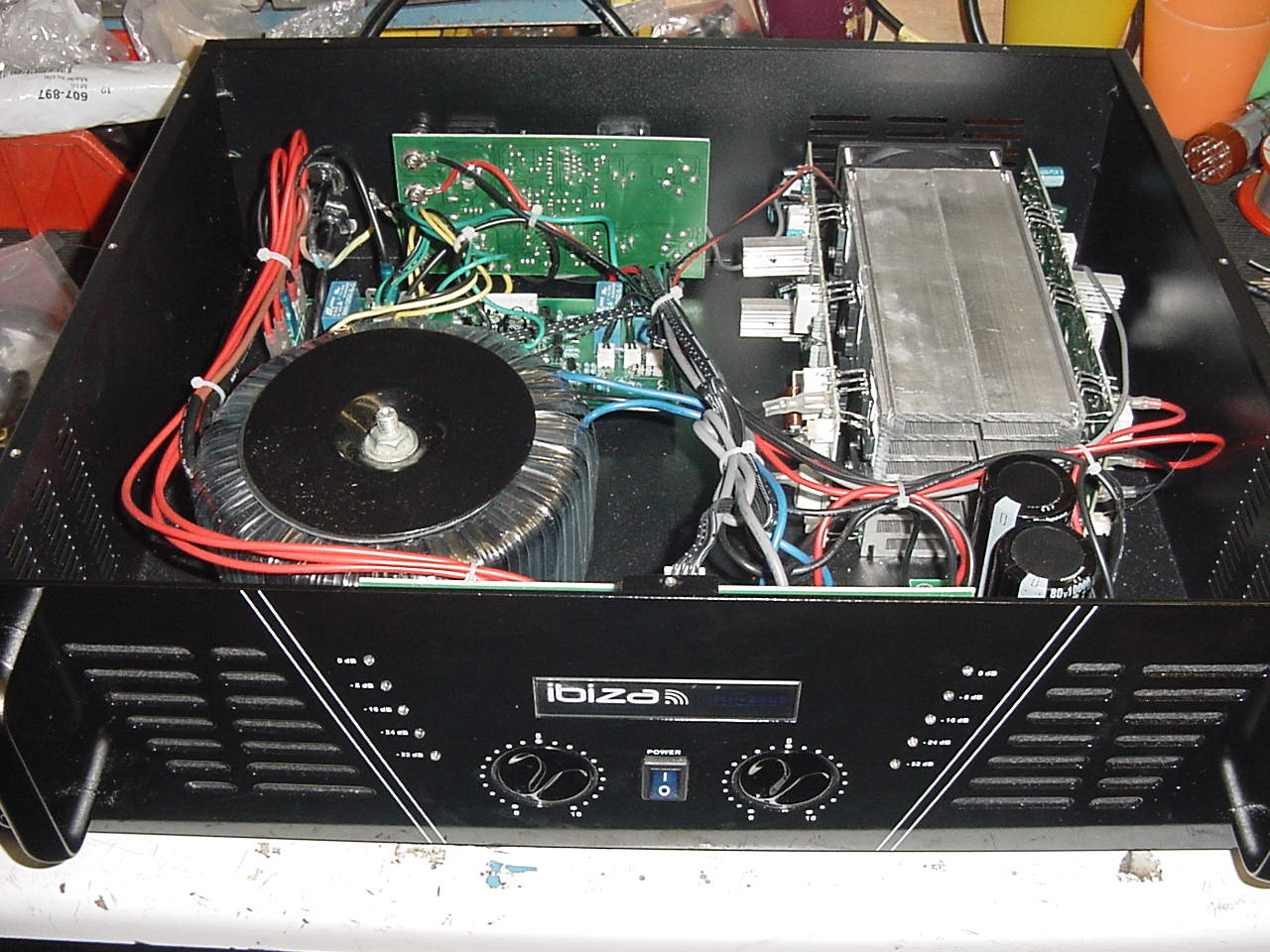 85 2000 Rms Amps Car Amplifiers Faq Get Quotations New Mb Quart Channel 2 000watt 24volt Truck Bus Rv Bridgeable Mosfet Amplifier See Below The Inside Of I Was Slightly Suspicious 2000w Claims As Each